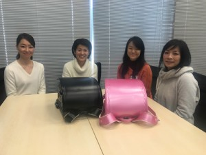 (CAP)左から、谷生 都さん(娘:小1)、中村綾子さん(娘:小6、息子:小1)、小古田綾子さん(娘:中2と小3)、大脇小枝子さん(娘:小6と小3)
